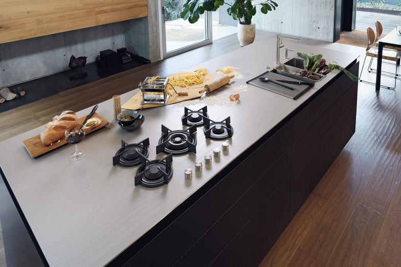Edel, edler, Edelstahl: Küchenarbeitsplatte – Das Einfamilienhaus